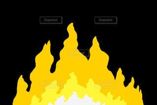 黄色の炎のラインエフェクトの写真・画像素材[4773525]