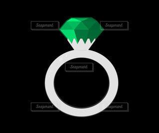 エメラルドの指輪の写真・画像素材[4783259]