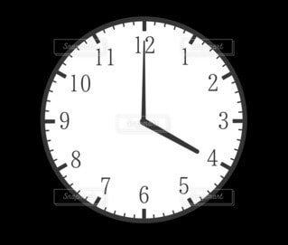 4時(16時)の時計の写真・画像素材[4805516]