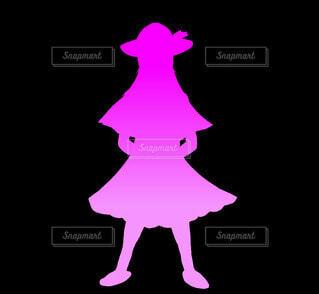 少女のシルエット(ピンク)の写真・画像素材[4811801]