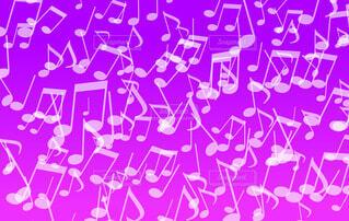 音符パターン(紫背景)の写真・画像素材[4833395]