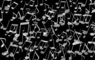 音符パターン(黒背景)の写真・画像素材[4833397]