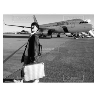 僕と飛行機の写真・画像素材[4207350]