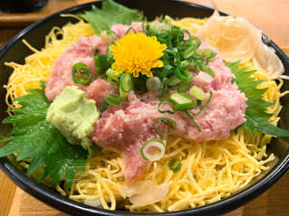 皿の上に食べ物のボウルの写真・画像素材[4209035]