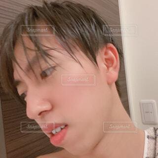 お風呂上がりの男性 自撮りの写真・画像素材[4321916]