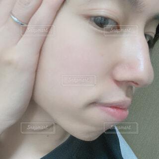 若い男性の肌 自撮りの写真・画像素材[4357574]