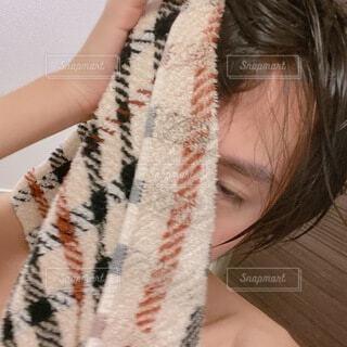 お風呂上がりの若い男性の肌 自撮りの写真・画像素材[4646960]
