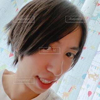 若い男性の素肌 自撮りの写真・画像素材[4663031]