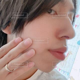 若い男性の素肌 自撮りの写真・画像素材[4663048]