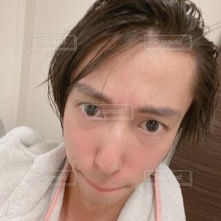 若い男性の広いおでこ 自撮りの写真・画像素材[4666848]