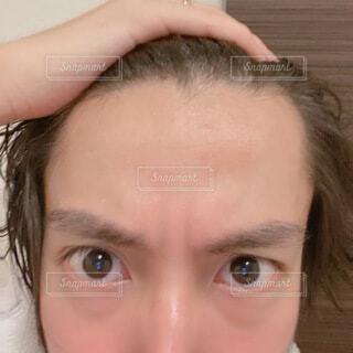 若い男性の広いおでこ 自撮りの写真・画像素材[4666855]