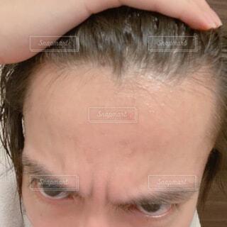 若い男性の広いおでこ 自撮りの写真・画像素材[4666858]