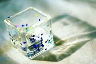 反射するグラスの写真・画像素材[4213504]