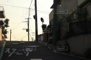 夕暮れの帰り道の写真・画像素材[4214710]