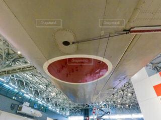 航空機の翼の下からの写真・画像素材[4389092]