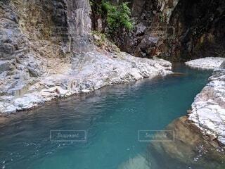 四万温泉の近くの大きな滝の写真・画像素材[4215289]