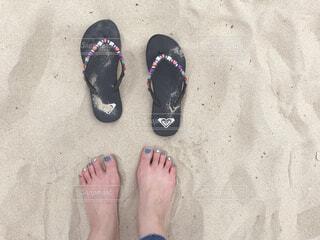 青い靴を履いた足の写真・画像素材[4217575]