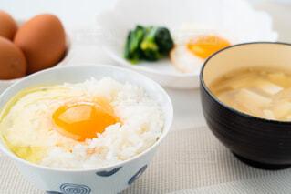 朝の食卓風景の写真・画像素材[4232235]