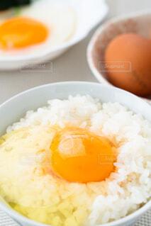 卵かけご飯と目玉焼きの写真・画像素材[4232240]