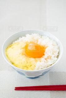 朝の食卓 卵かけご飯の写真・画像素材[4232244]