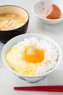 卵かけご飯と味噌汁の写真・画像素材[4232242]