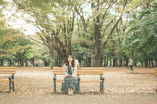 公園のベンチでひと休みの写真・画像素材[4219906]