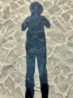 帽子を被った人の影の写真・画像素材[4350108]
