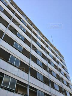 昭和の古い集合住宅を見上げるの写真・画像素材[4352188]