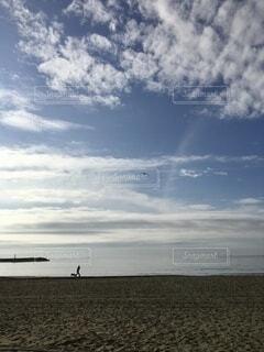 早朝の海岸の写真・画像素材[4837140]