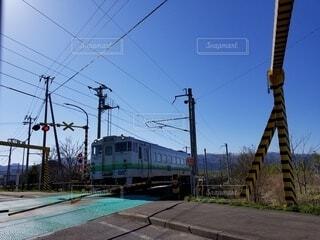 線路上の列車の写真・画像素材[4358975]