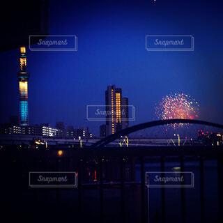 キラキラ夏夜。。スカイツリー。。花火。。の写真・画像素材[4225400]