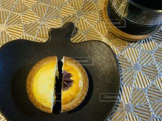 りんご皿とチーズケーキの写真・画像素材[4236807]