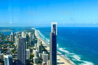 オーストラリアのゴールドコーストのサーファーズパラダイス上空の写真・画像素材[4246083]