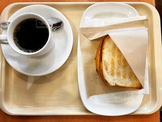 コーヒーと3種のチーズハムエッグの写真・画像素材[4250648]