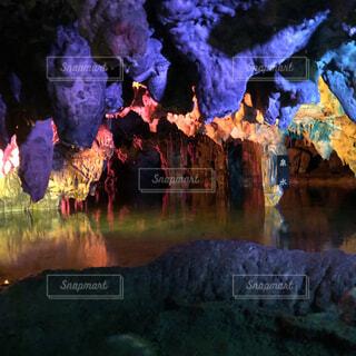 美しい洞窟の中の写真・画像素材[4330576]