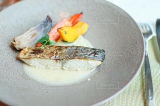皿の上の食べ物の写真・画像素材[4272096]