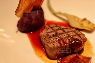 皿の上の食べ物のクローズアップの写真・画像素材[4272138]