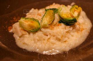 ブロッコリーと一緒に食べ物の皿のクローズアップの写真・画像素材[4272140]