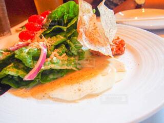 皿の上の食べ物の写真・画像素材[4272293]