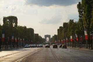 フランス独立記念日のシャンゼリゼ通りの写真・画像素材[4254490]