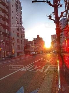 夕暮れのバス停の写真・画像素材[4285361]