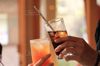 男女で乾杯の写真・画像素材[2786605]