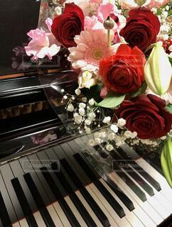 ブーケとピアノの写真・画像素材[4394800]