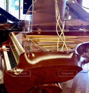 透明モデルのグランドピアノの写真・画像素材[4394805]