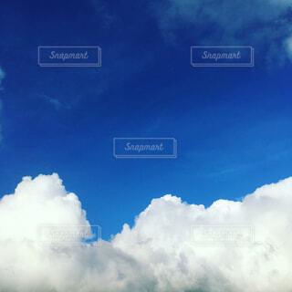 青空と白い雲の写真・画像素材[4268912]