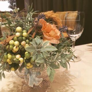 テーブルの上の花の写真・画像素材[4268922]