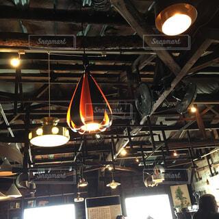 照明がたくさんある天井の写真・画像素材[4268929]