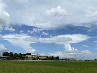 変わった雲2つの写真・画像素材[3646156]