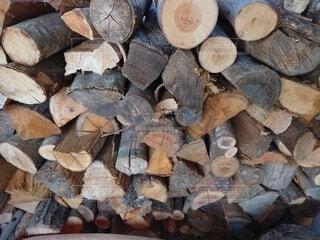 薪の山の写真・画像素材[4282737]