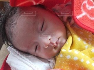 お風呂上がりの赤ちゃんの写真・画像素材[4303542]